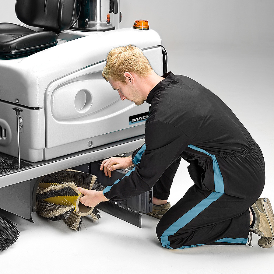 MACH 3 PRO RIDE-ON SWEEPER EQUIPPED WITH FLOATING MAIN BRUSH