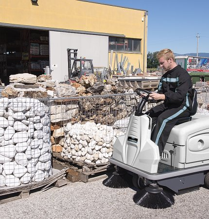 MACH 3 PRO RIDE-ON SWEEPER